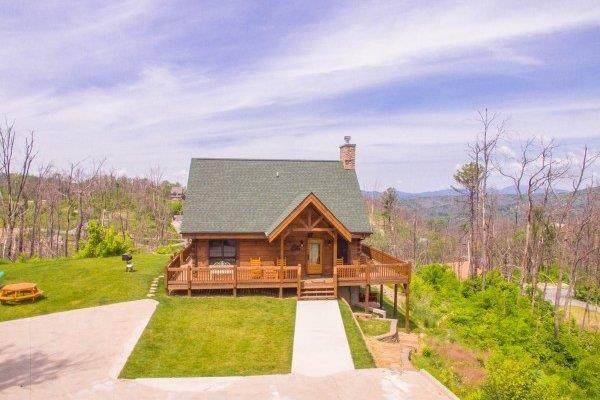 "604 Pinecrest Drive ""Moonlight Inn , Gatlinburg, TN 37738 (#245621) :: Collins Family Homes | Keller Williams Smoky Mountains"