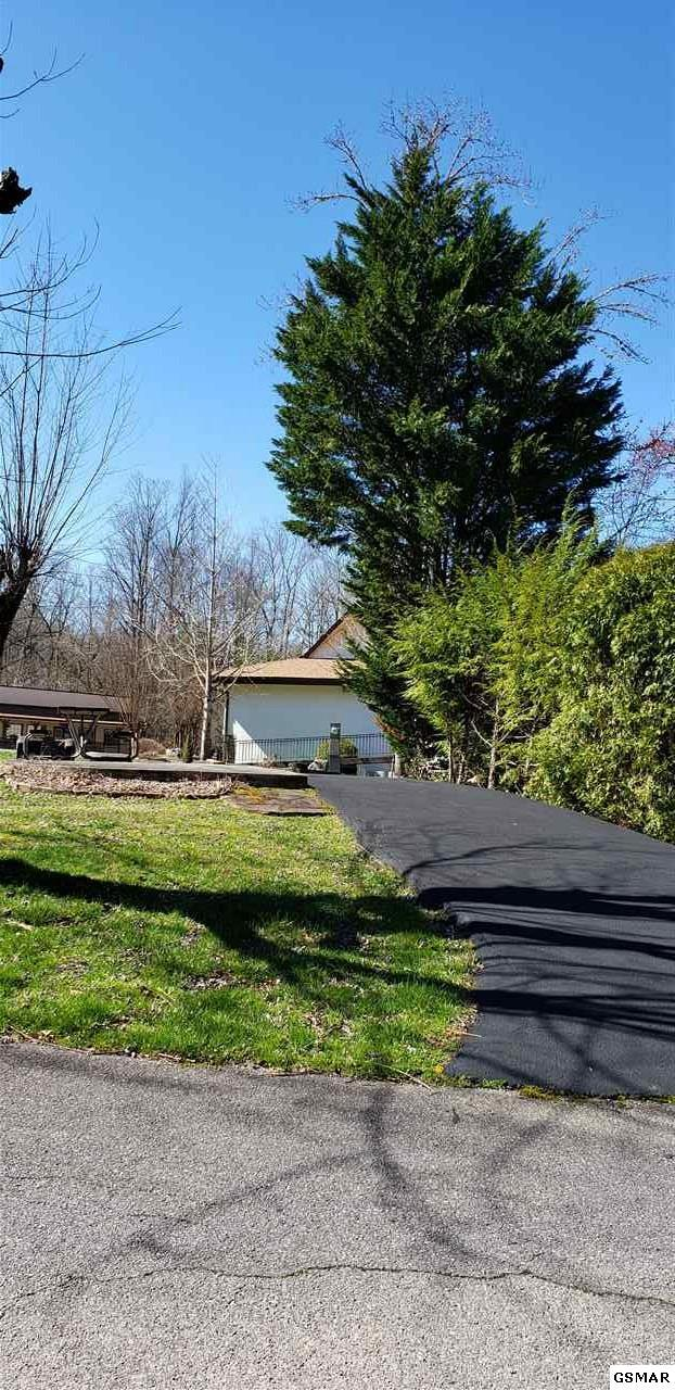 4229 E Parkway Lot 123, Gatlinburg, TN 37738 (#221019) :: The Terrell Team
