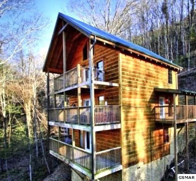 2519 Wildcat Ridge Rd, Sevierville, TN 37862 (#226424) :: Four Seasons Realty, Inc