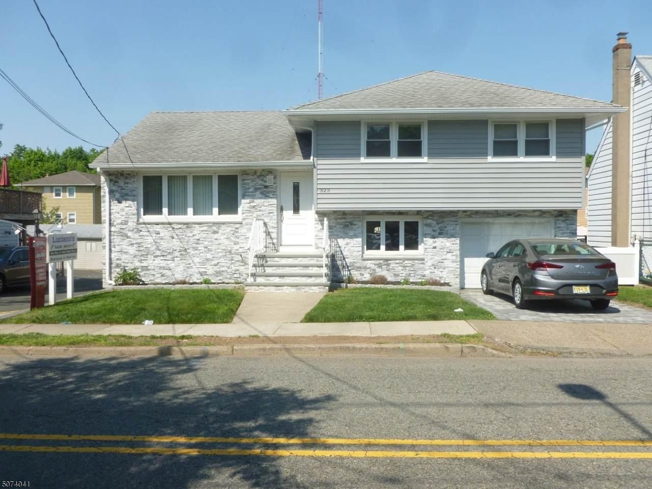 323 Garibaldi Ave - Photo 1