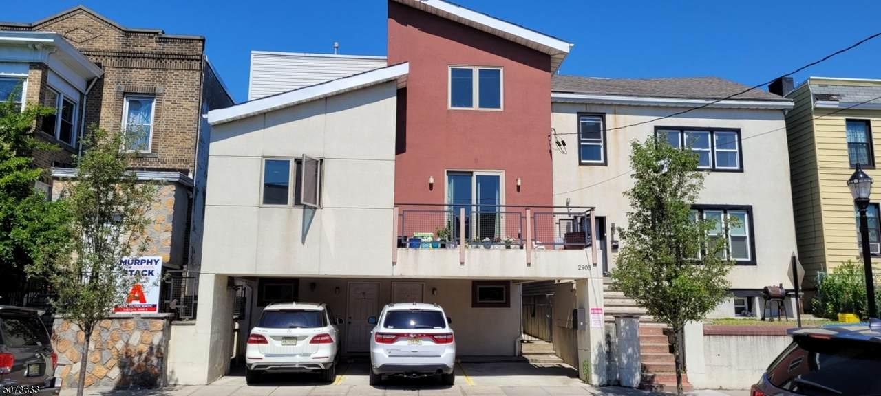 2903 Summit Ave - Photo 1
