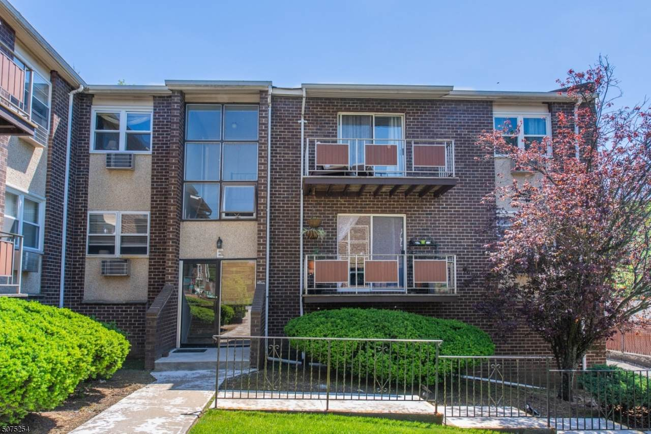 421 Bloomfield Ave - Photo 1