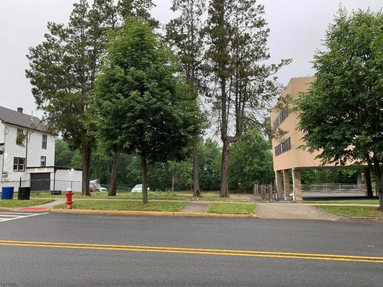 830 N Wood Ave - Photo 1