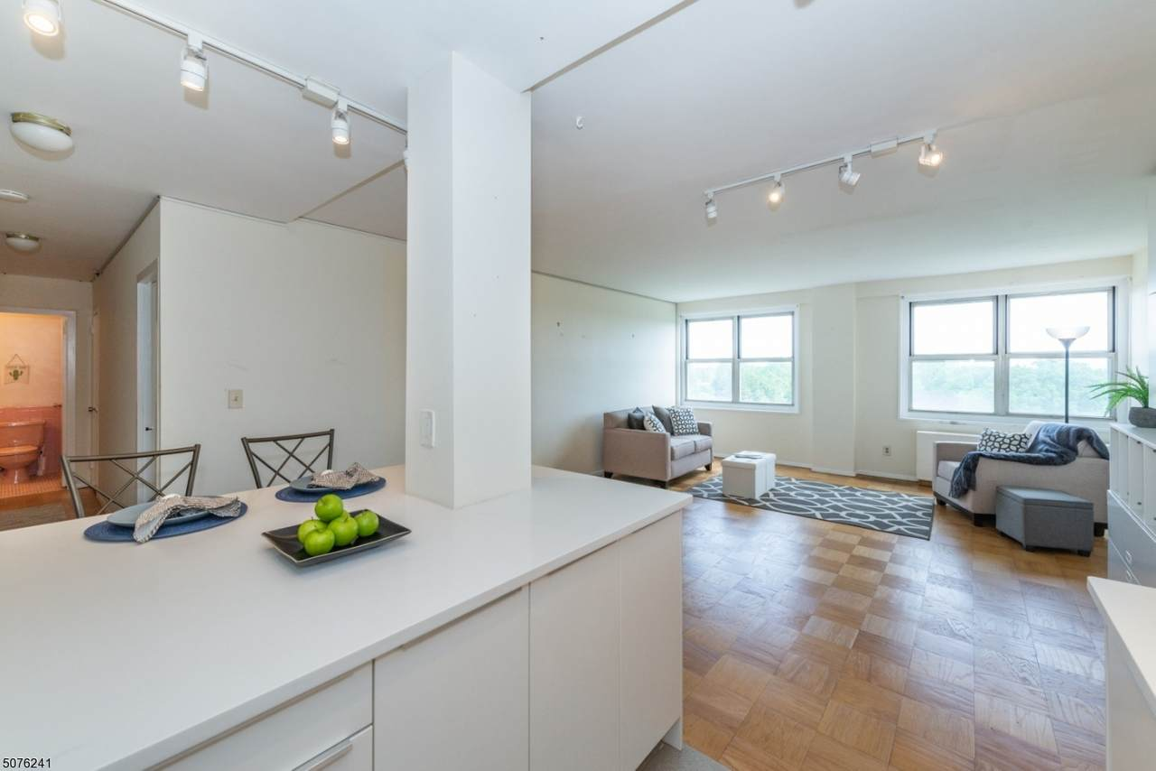 926 Bloomfield Ave - Photo 1