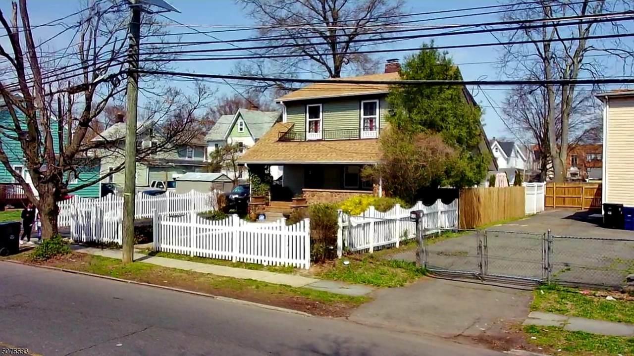 611 Plainfield Ave - Photo 1