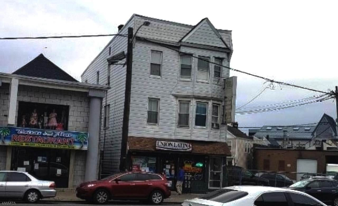 352 Bloomfield Ave - Photo 1