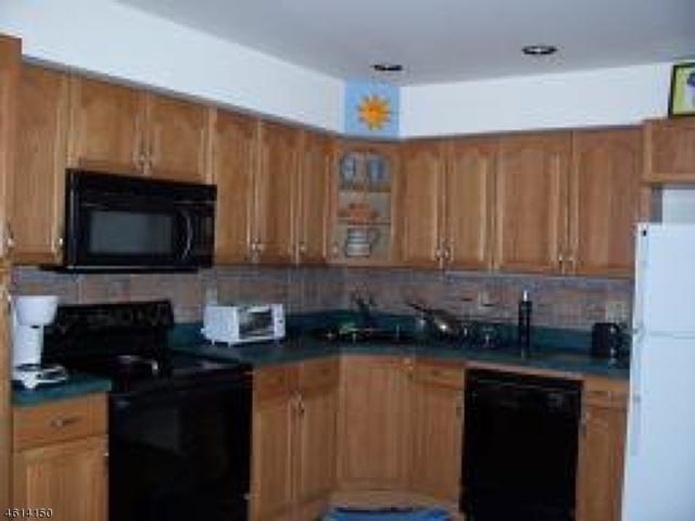 17 Village Way, Unit 3 #3, Vernon Twp., NJ 07462 (MLS #3295756) :: The Dekanski Home Selling Team