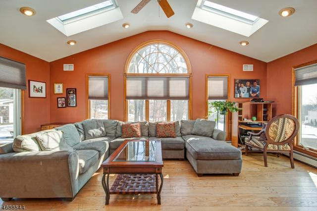 4 Valley View Dr, Montville Twp., NJ 07045 (MLS #3364883) :: The Dekanski Home Selling Team