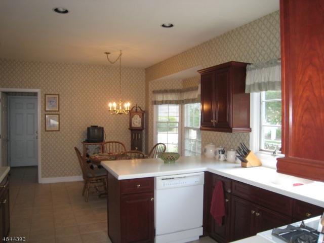 1 Bartlett Court, Roseland Boro, NJ 07068 (MLS #3366423) :: The Dekanski Home Selling Team
