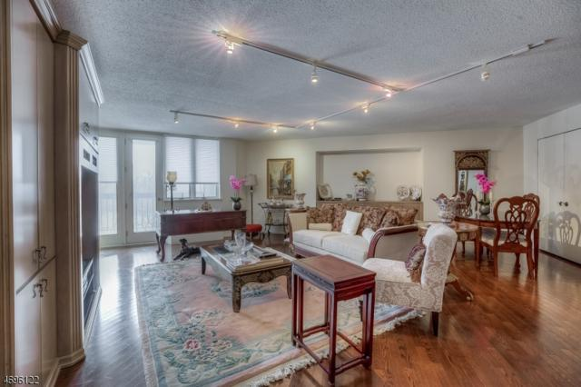 424 Smith Manor Blvd #424, West Orange Twp., NJ 07052 (MLS #3371214) :: The Dekanski Home Selling Team