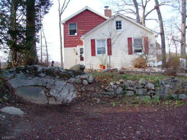 42 Strawberry Point Dr, Byram Twp., NJ 07821 (MLS #3375669) :: The Dekanski Home Selling Team