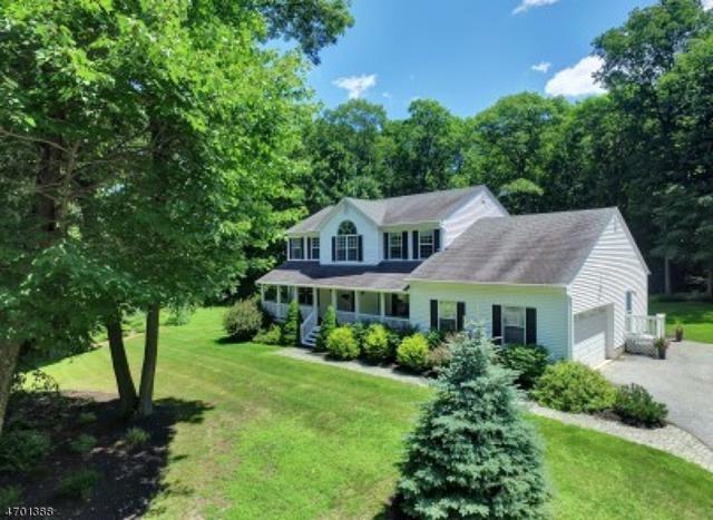 34 Stonehedge Dr, Hardyston Twp., NJ 07460 (MLS #3376627) :: The Dekanski Home Selling Team