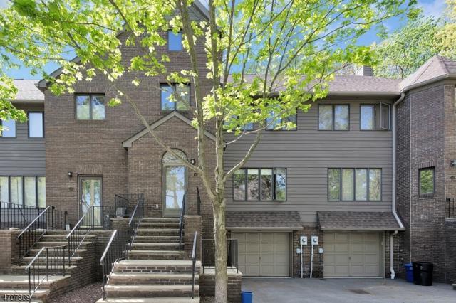 12 Village Green Ct, South Orange Village Twp., NJ 07079 (MLS #3382435) :: The Dekanski Home Selling Team