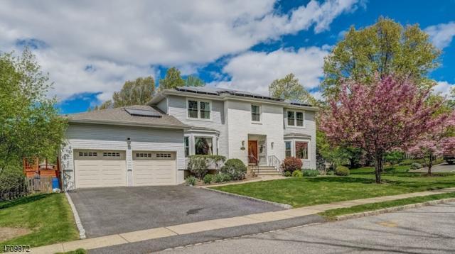 2 Murphy Ct, West Orange Twp., NJ 07052 (MLS #3384990) :: The Dekanski Home Selling Team