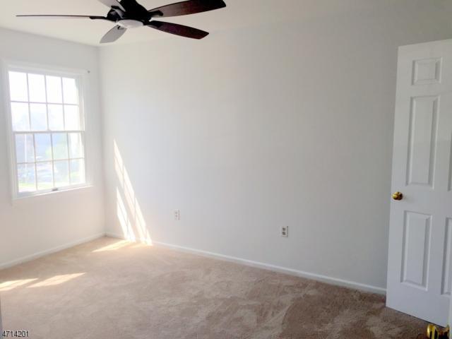 129 Quartz Ln, Paterson City, NJ 07501 (MLS #3388388) :: The Dekanski Home Selling Team
