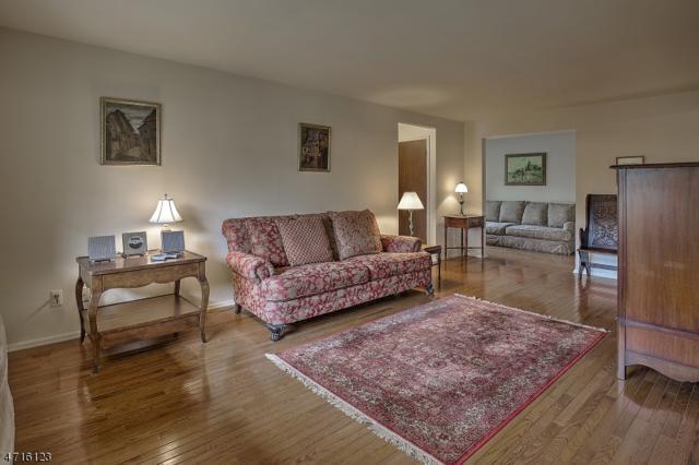25 Canterbury Rd, Chatham Twp., NJ 07928 (MLS #3389958) :: The Dekanski Home Selling Team