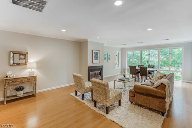 14 Mews Ln, South Orange Village Twp., NJ 07079 (MLS #3397326) :: The Dekanski Home Selling Team