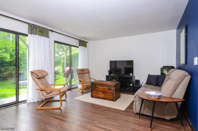 1515 Spruce Hills Dr, Glen Gardner Boro, NJ 08826 (MLS #3405551) :: The Dekanski Home Selling Team