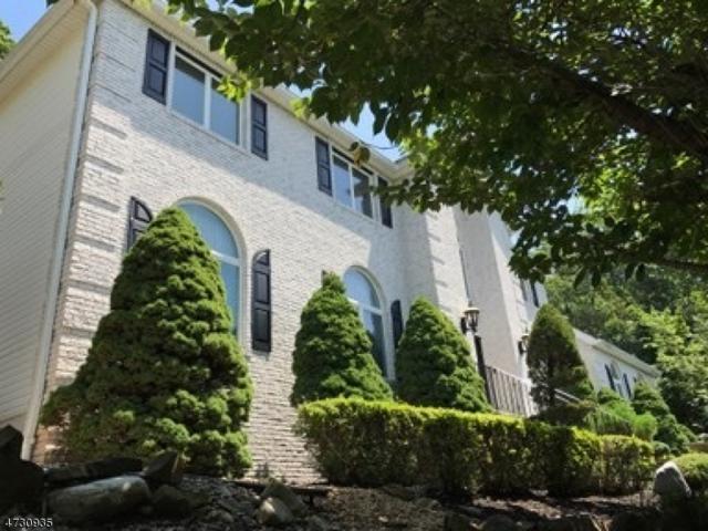 149 Chopin Dr, Wayne Twp., NJ 07470 (MLS #3406569) :: The Dekanski Home Selling Team