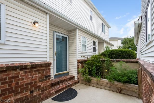 302 Saddle Ct, Raritan Twp., NJ 08822 (MLS #3410119) :: The Dekanski Home Selling Team