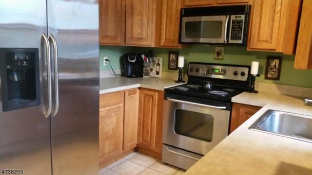 15 Carnation St, Vernon Twp., NJ 07418 (MLS #3410480) :: The Dekanski Home Selling Team