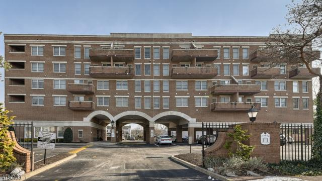 28 Iron Forge Sq, Pompton Lakes Boro, NJ 07442 (MLS #3421444) :: The Dekanski Home Selling Team
