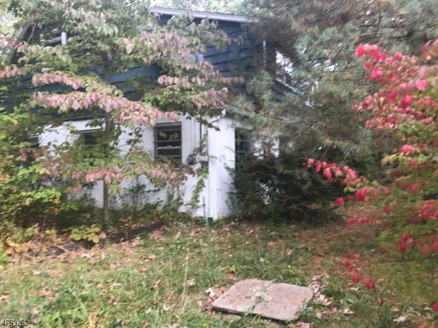 279 Fairview Ave, Hampton Twp., NJ 07860 (MLS #3424447) :: The Dekanski Home Selling Team