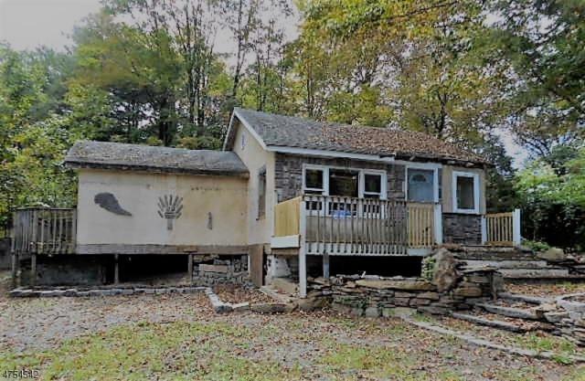 214 Point Breeze Dr, West Milford Twp., NJ 07419 (MLS #3425532) :: The Dekanski Home Selling Team