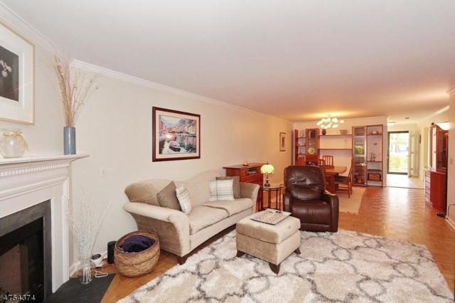 6 Gatehouse Ct, Morris Twp., NJ 07960 (MLS #3426218) :: The Dekanski Home Selling Team