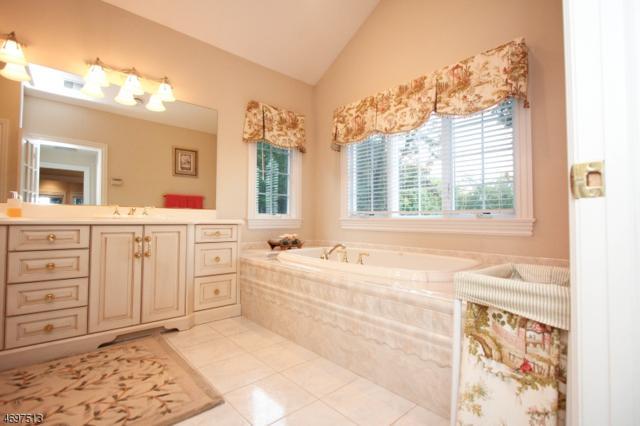 40 Brams Hill Dr, Mahwah Twp., NJ 07430 (MLS #3454232) :: SR Real Estate Group