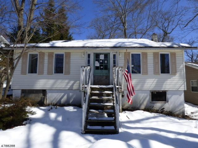 79 Lindys Dr, West Milford Twp., NJ 07480 (MLS #3456479) :: The Dekanski Home Selling Team