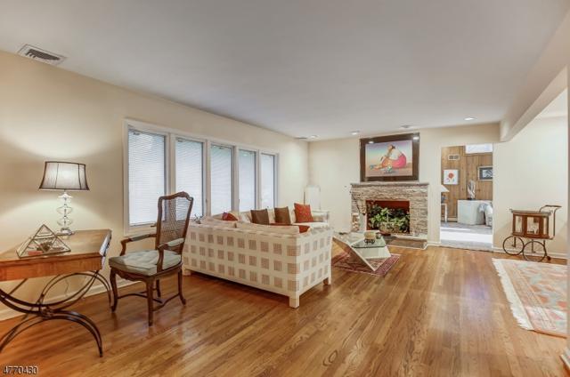 61 West Dr, Livingston Twp., NJ 07039 (MLS #3472944) :: Zebaida Group at Keller Williams Realty
