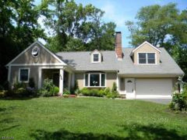 254 Hickory Lane, Mountainside Boro, NJ 07092 (MLS #3481323) :: The Dekanski Home Selling Team
