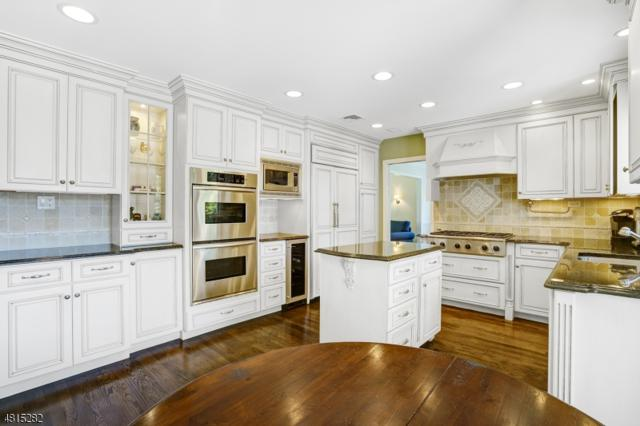 1375 Chapel Hl, Mountainside Boro, NJ 07092 (MLS #3481585) :: The Dekanski Home Selling Team