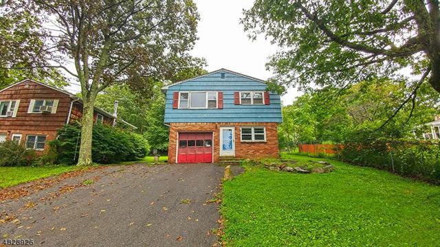 81 Leo Ave, Hopatcong Boro, NJ 07874 (MLS #3495163) :: Team Francesco/Christie's International Real Estate
