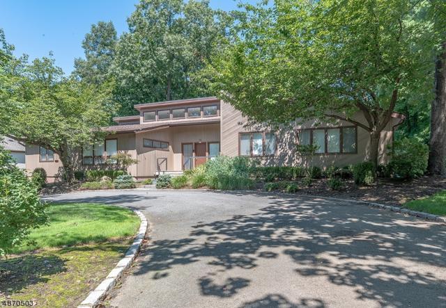 29 Hemlock Rd, Livingston Twp., NJ 07039 (MLS #3537847) :: The Sue Adler Team