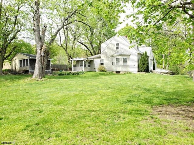1821 Belvidere Rd, Lopatcong Twp., NJ 08865 (#3554377) :: Jason Freeby Group at Keller Williams Real Estate
