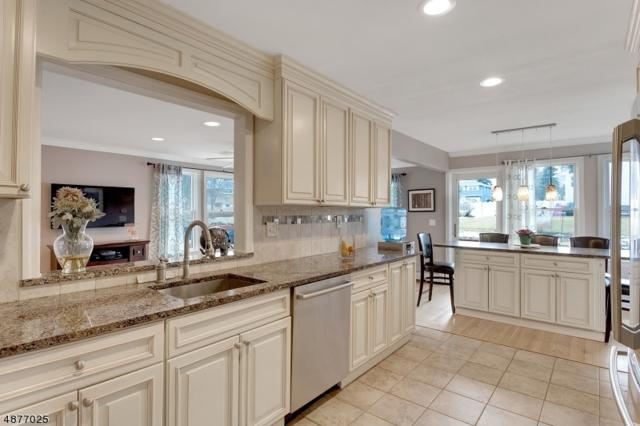 386 Ratzer Rd, Wayne Twp., NJ 07470 (MLS #3557796) :: Zebaida Group at Keller Williams Realty