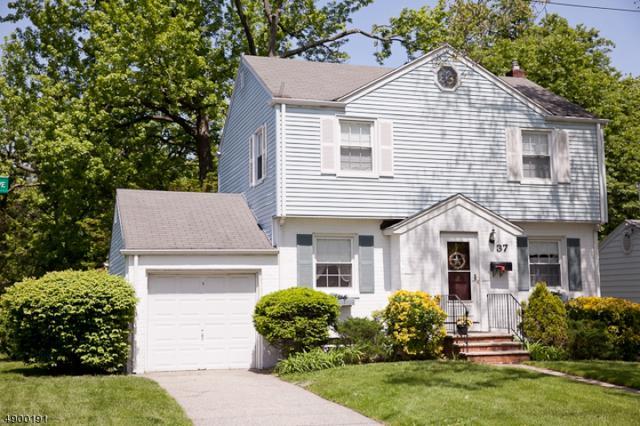 37 Stelling Ave, Maywood Boro, NJ 07607 (#3559274) :: NJJoe Group at Keller Williams Park Views Realty
