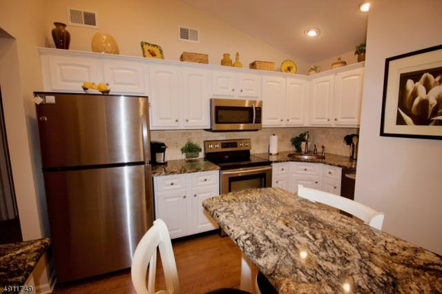 108 Smithfield Ct, Bernards Twp., NJ 07920 (MLS #3570148) :: Coldwell Banker Residential Brokerage