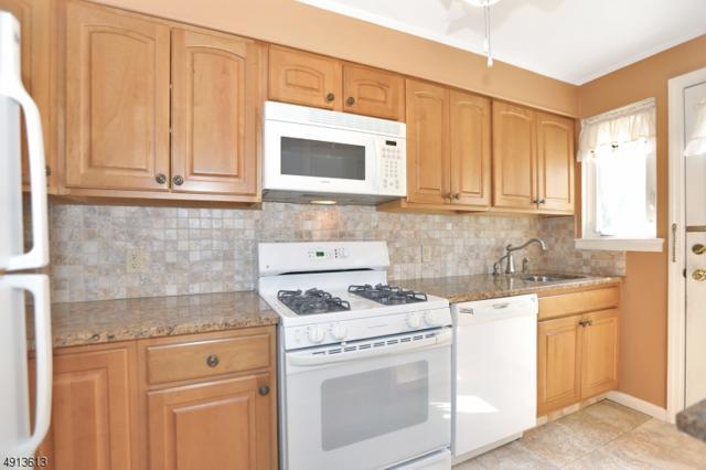 24 Parkway Vlg, Cranford Twp., NJ 07016 (#3572586) :: Daunno Realty Services, LLC