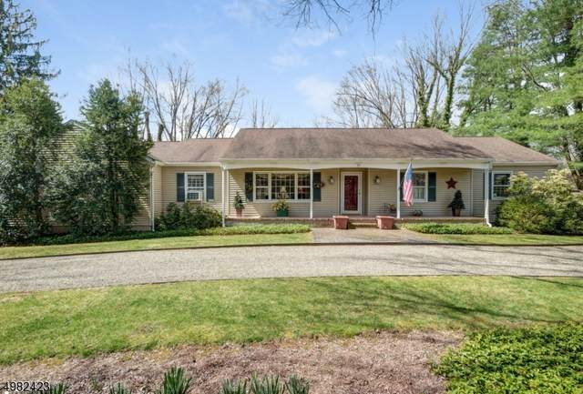 35 Old Chester Rd, Peapack Gladstone Boro, NJ 07934 (MLS #3633604) :: The Debbie Woerner Team