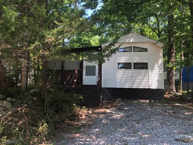 6 Cedar Vlg, Vernon Twp., NJ 07461 (MLS #3646140) :: The Karen W. Peters Group at Coldwell Banker Realty