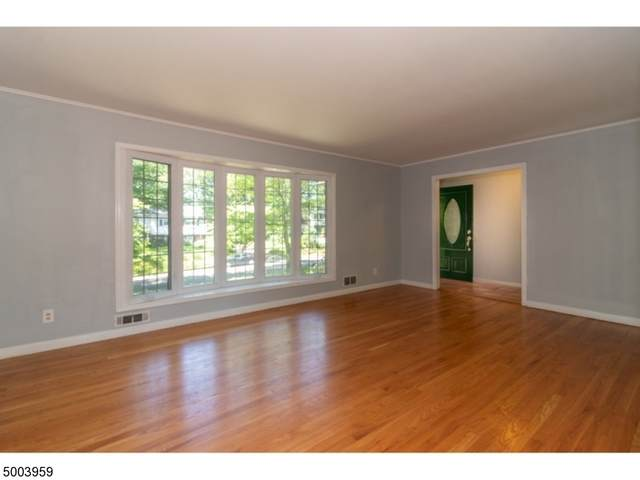 204 Robin Hood Rd, Mountainside Boro, NJ 07092 (MLS #3652905) :: The Dekanski Home Selling Team
