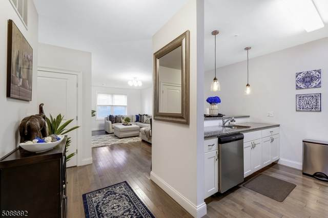 90 Clinton Ave #206, Newark City, NJ 07114 (MLS #3729165) :: The Karen W. Peters Group at Coldwell Banker Realty