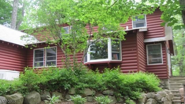 1198 Lakeside Drive East, Vernon Twp., NJ 07422 (MLS #3730714) :: The Debbie Woerner Team