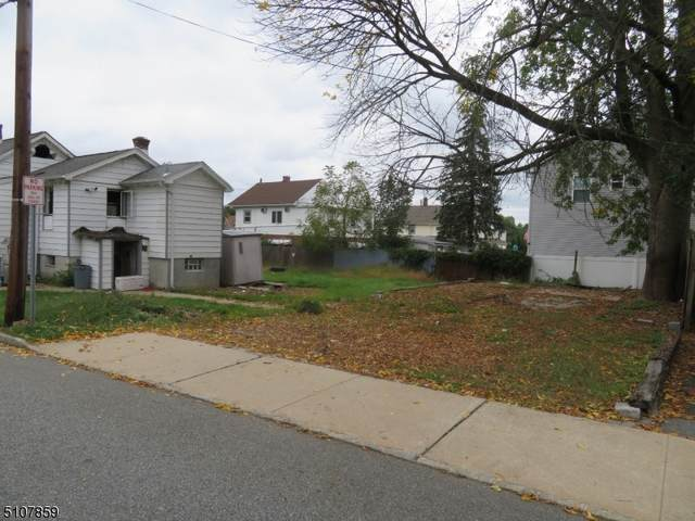 18 Stanley Rd, Little Falls Twp., NJ 07424 (MLS #3745221) :: The Karen W. Peters Group at Coldwell Banker Realty