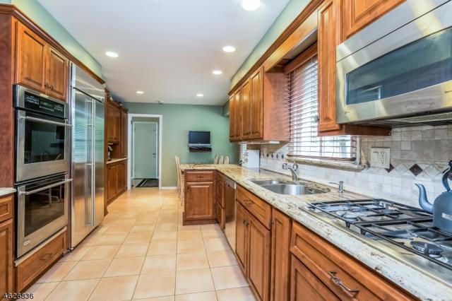 11 Fordham Rd, Livingston Twp., NJ 07039 (MLS #3420204) :: The Dekanski Home Selling Team