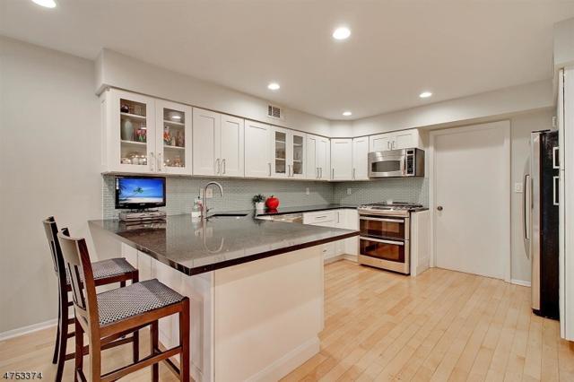 28 Raven Dr, Morris Twp., NJ 07960 (MLS #3424579) :: The Dekanski Home Selling Team