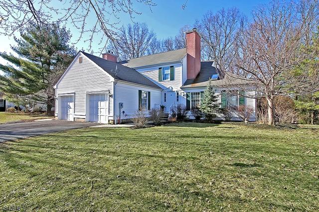 166 Smithfield Ct, Bernards Twp., NJ 07920 (MLS #3545692) :: Coldwell Banker Residential Brokerage